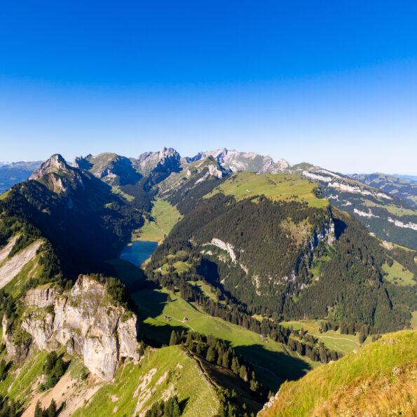 Zu Pfingsten ergrünt der Alpstein bereits wieder und verschönert unsere Pfingstreise ins Appenzellerland.